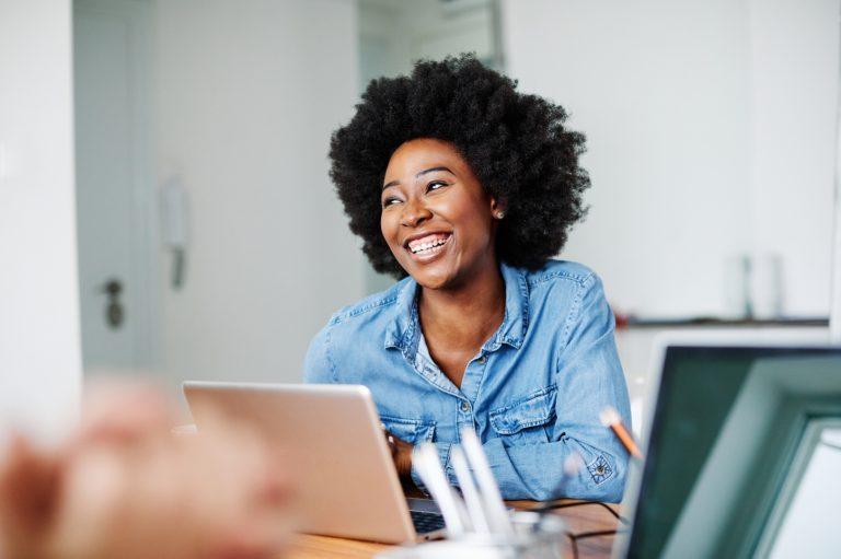 Startup tem curso gratuito de programação para mulheres