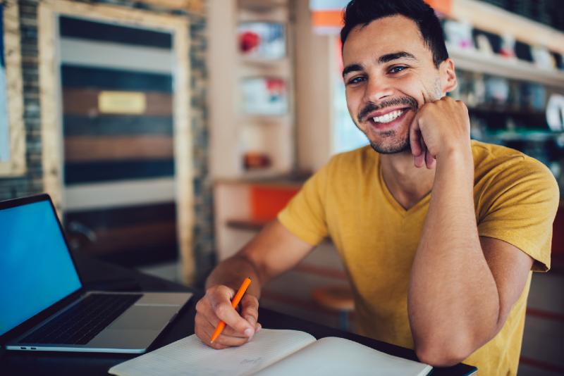 Programa SP Tech oferece cursos online e gratuitos