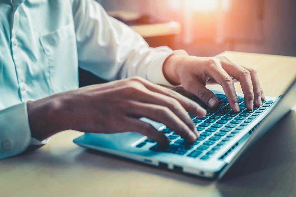 Governo de SP realiza cursos gratuitos sobre inclusão digital