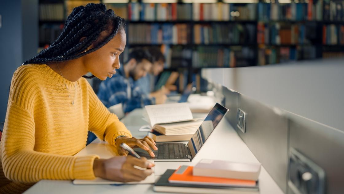 Faculdade Cultura Inglesa tem cursos preparatório gratuito para o ENEM