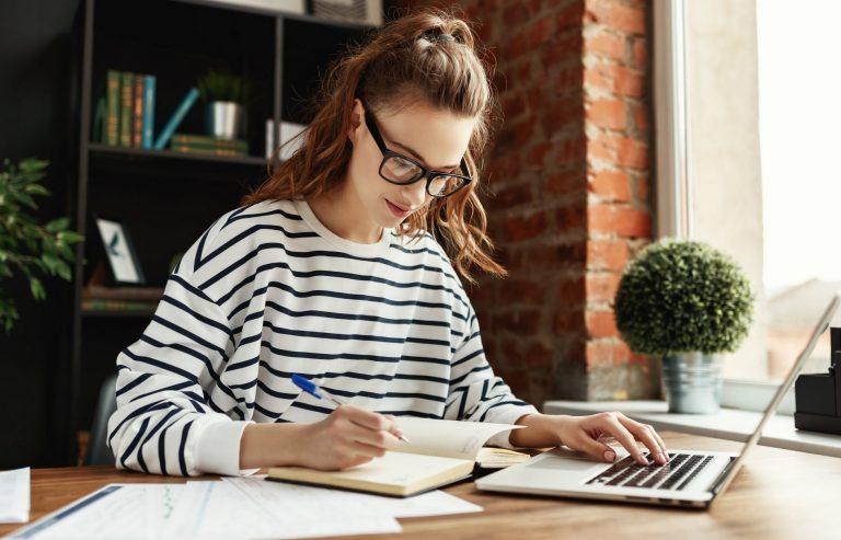 Google oferece cursos online de graça para população