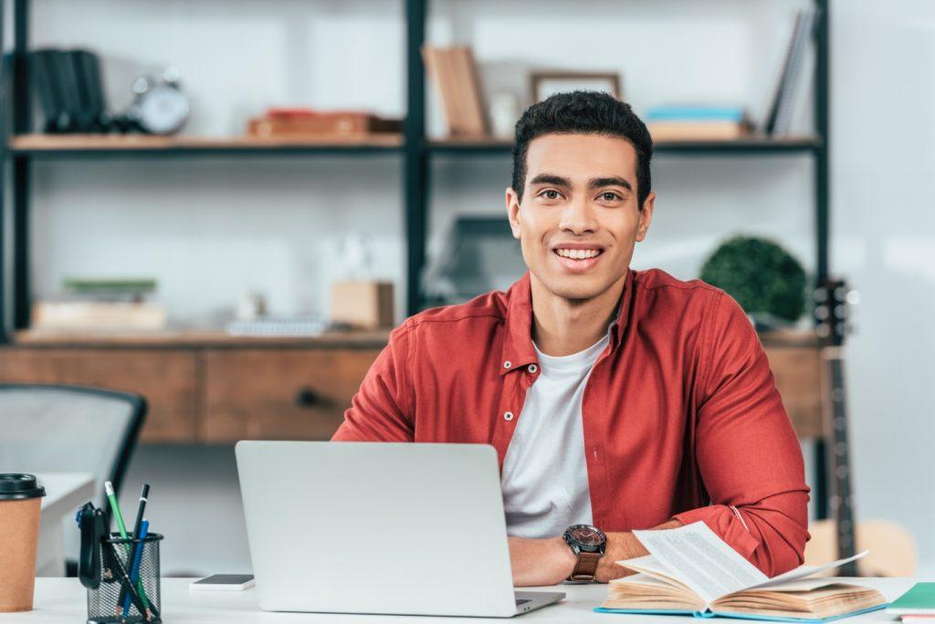 Plataforma reúne mais 500 cursos para qualificação gratuita
