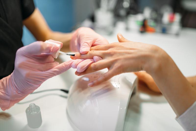 APAF tem cursos gratuitos de manicure, pedicure e maquiagem