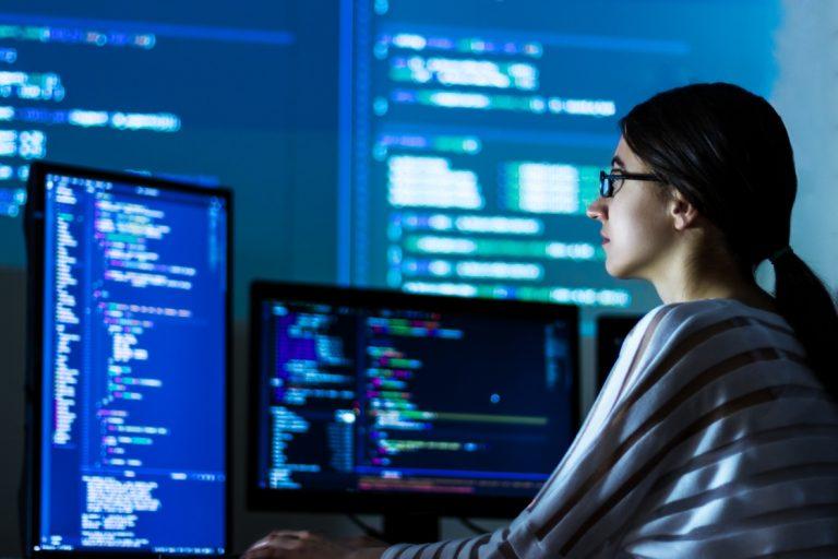 Mais de 6 mil vagas em cursos gratuitos de tecnologia para mulheres