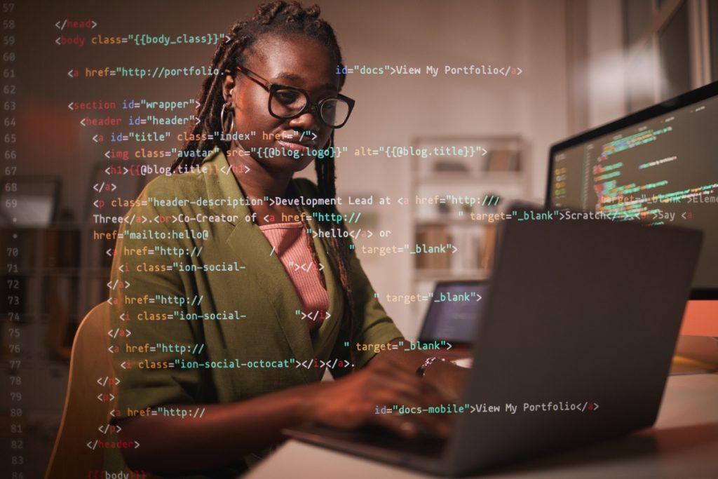 Todas em Tech tem cursos gratuito de programação para mulheres