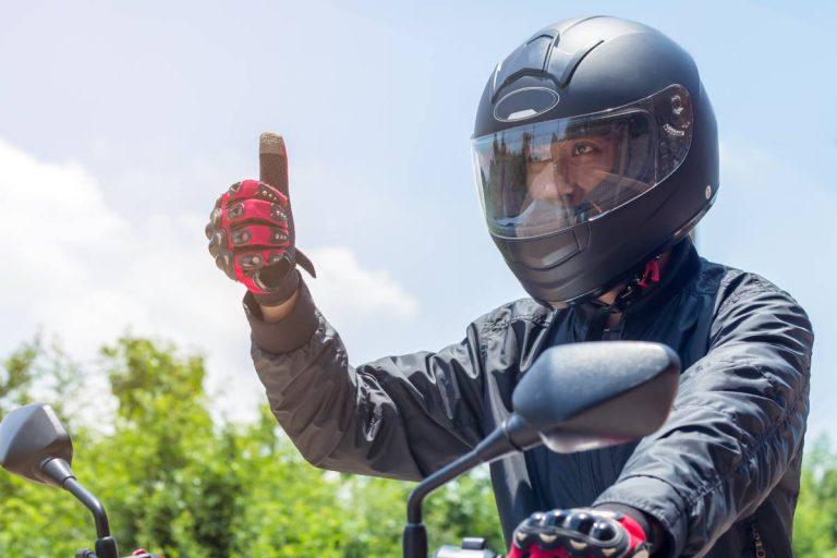 Quais são os itens de segurança necessários para motoboys?